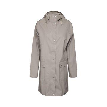 Raincoat, Atmosfeer